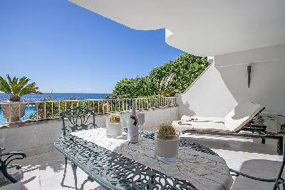 Flat in 1st line of the sea with stunning sea views